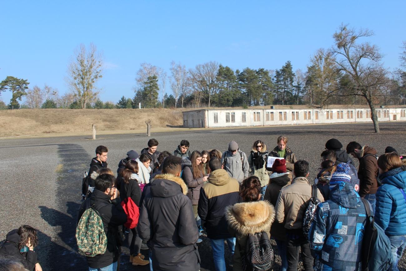 I ragazzi dello Zanelli in visita al campo di Ravensbrück.