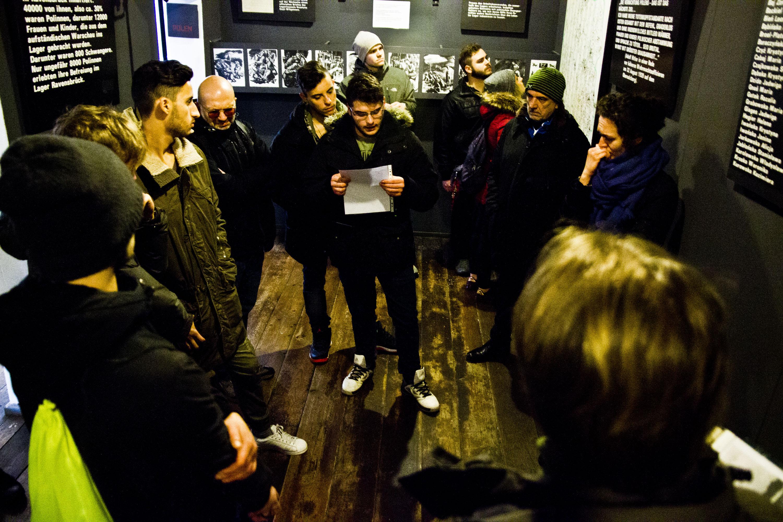Studenti e viaggiatori rileggono le storie delle prigioniere del campo